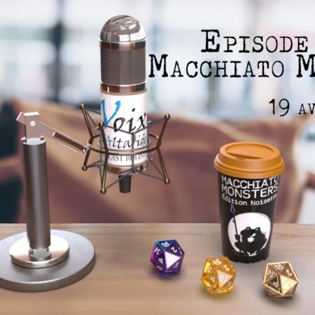 Table de café avec un micro, des dés et une tasse à café en carton aux couleurs de Macchiato Monster